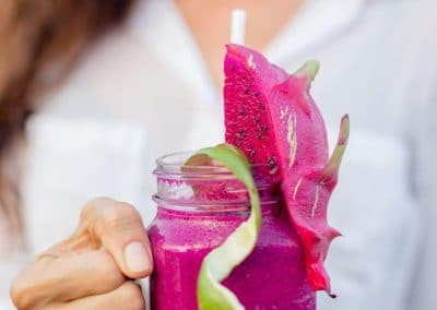 woman_holding_smoothie